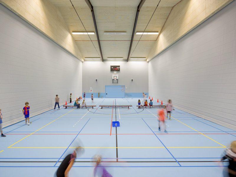 sportzaal met tussenwanden