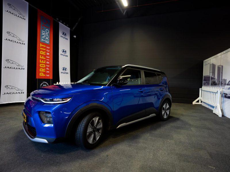 blauwe auto beurs